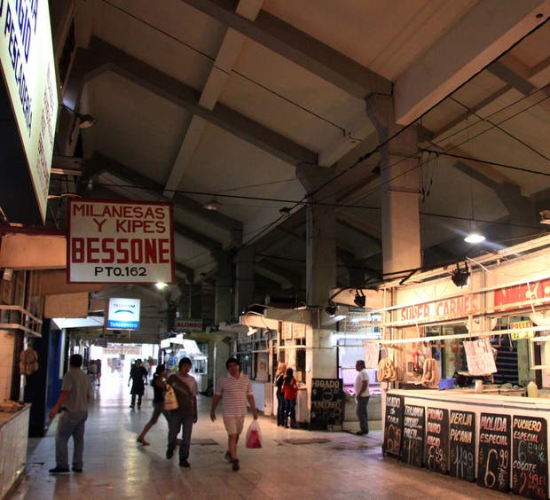 En el Mercado del Norte, se colgaban la carne y las achuras de ganchos