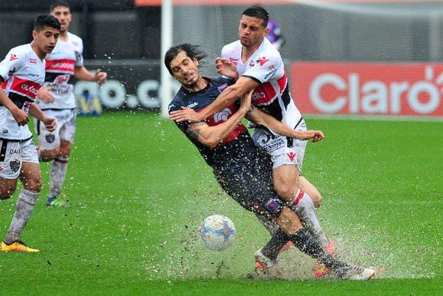 Chacarita y Tigre igualaron bajo la lluvia