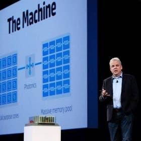 Martin Fink, exdirector de tecnología de Hewlett Packard, anunció el desarrollo del proyecto en 2014
