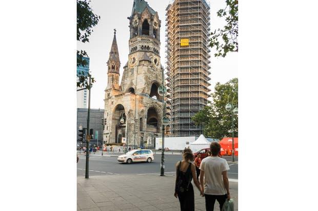 La Iglesia Memorial del Káiser Guillermo se mantiene como ruina para no olvidar los efectos devastadores de la guerra.  Foto:Living /Daniel Karp