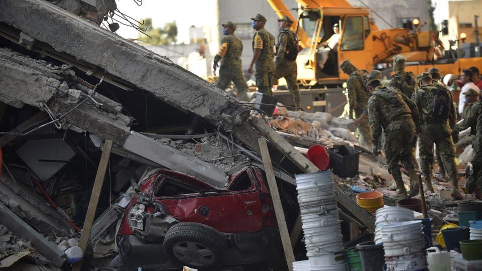 Todavía hay un número indeterminado de personas atrapadas bajo los escombros en distintos puntos del país. Foto: AFP