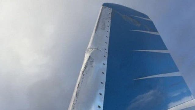 El avión sufrió una avería en su ala izquierda