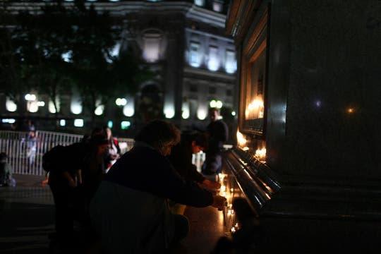 velas encendidas en homenaje al ex presidente Néstor Kirchner. Foto: LA NACION / Aníbal Greco