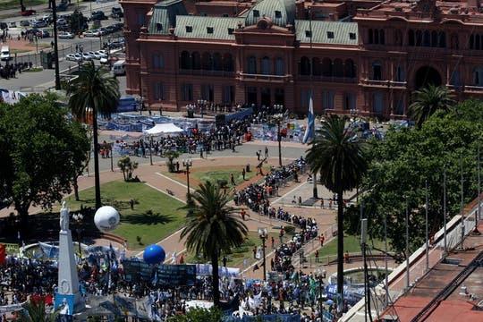 Excelentes vistas de la Plaza de Mayo durante el  velatorio del ex Presidente Néstor Kirchner. Foto: LA NACION / Ricardo Pristupluk