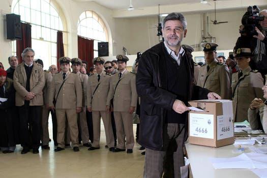 Daniel Filmus emitiendo su voto. Foto: DPA