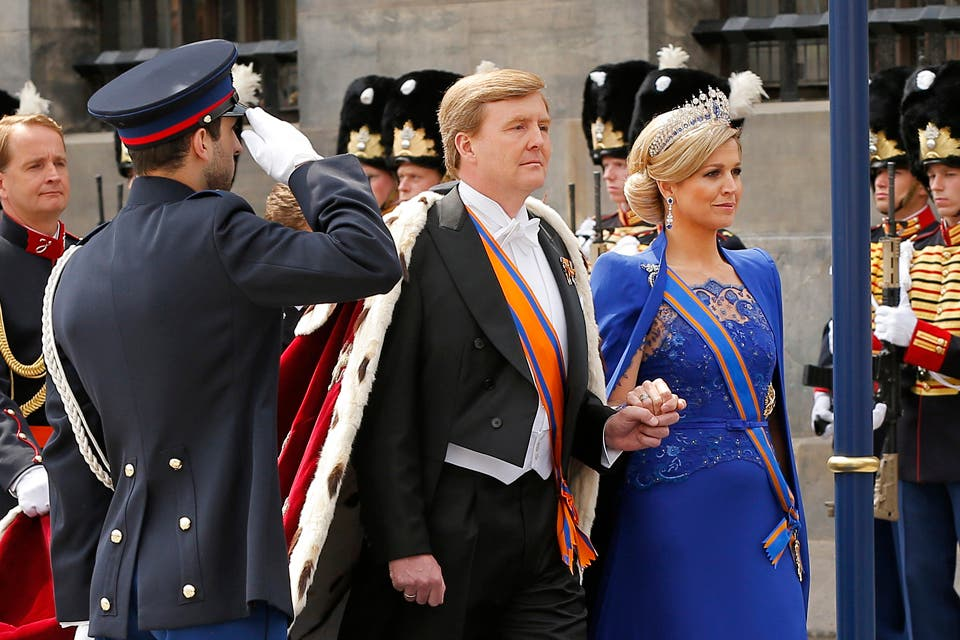 Impactantes, los flamantes reyes en su llegada a la iglesia Nieuwe Kerk.. Foto: /AP