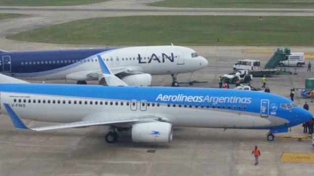 Los aviones se rozaron en la pista de Aeroparque