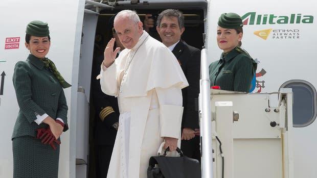 El papa Francisco viajó esta mañana a Portugal