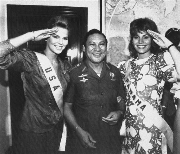 Noriega, durante un concurso de belleza en Panamá en 1986