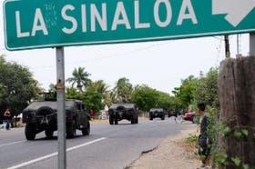 Una imagen que se repite diariamente en Sinaloa: camionetas Hummer blindadas y artilladas del Ejército patrullan distintas ciudades