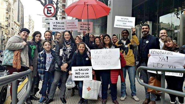 Un reclamo colectivo: Representantes de distintas organizaciones sociales se reunieron para reclamar por la ley el 13 de junio, cuando se llevó a cabo el debate en la Comisión de Salud de Diputado