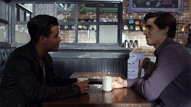 Henry Zaga interpretó a Brad que tenía una relación con Tom, uno de los protagonistas de la serie.