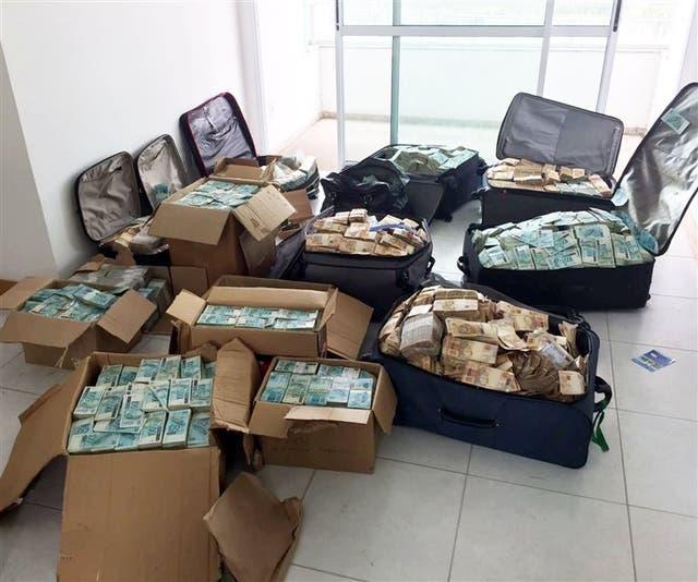 Imágenes del dinero hallado ayer en una casa de Vieira Lima