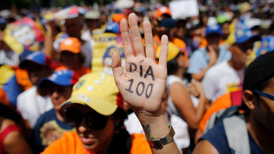 En el día 99, el chavismo concedió la prisión domiciliaria al opositor Leopoldo López