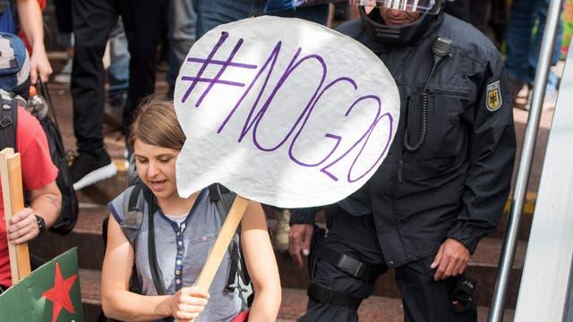 La policía de Hamburgo se prepara para una gran protesta de activistas antiglobalización hoy, mientras la ciudad se prepara para recibir a los líderes del G-20