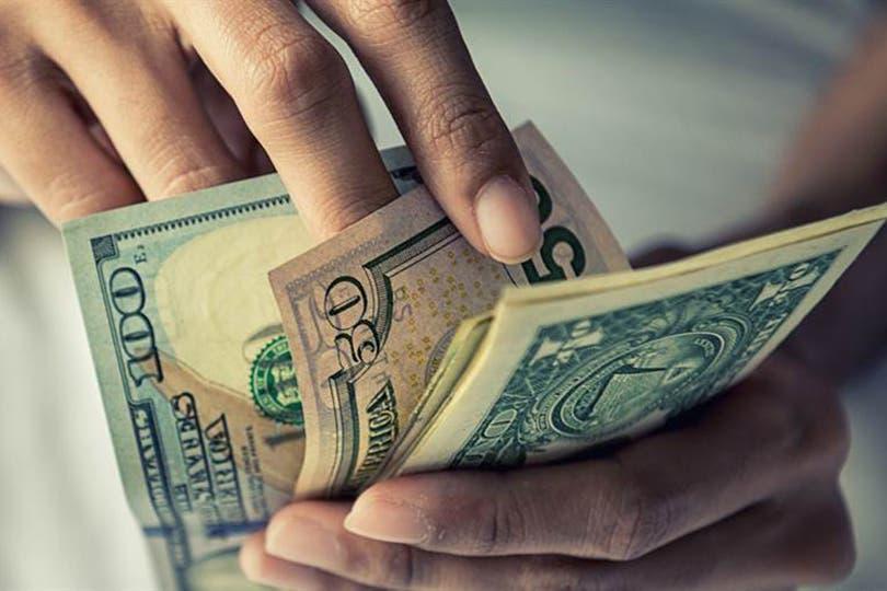 El dólar minorista, según las casas de cambio y bancos relevadas por el BCRA, cotiza a $20