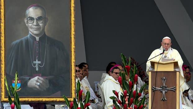 El papa beatificó al obispo Jesús Emilio Jaramillo (foto izq.) y al sacerdote Pedro María Ramíre. Foto: Diego Pineda/colprensa