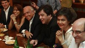 En la imagen, Prat-Gay, Donda, Gil Lavedra, Estenssoro y Tumini, algunos de los inrtegrantes de la alianza