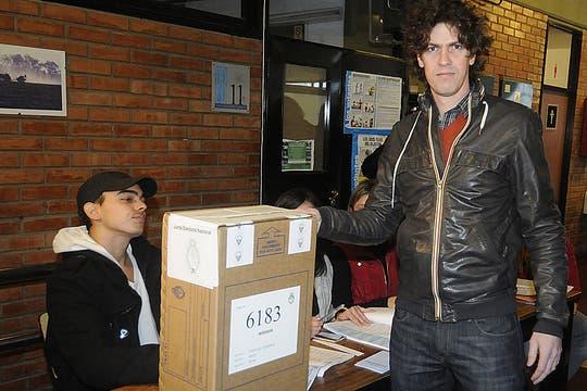 Marrtín Lousteau, emitió su voto en una escuela de Colegiales. Foto: DyN