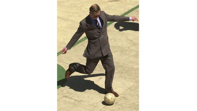 Pateando una pelota en un centro deportivo de Río de Janeiro