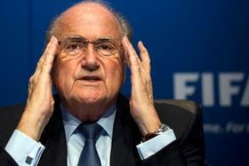 Blatter, acusado de corrupción por ex vice de la FIFA
