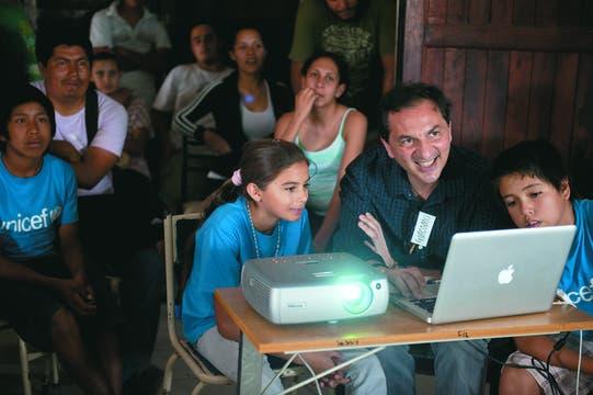 En el impenetrable. Giacomo Pirozzi, durante el taller que realizó este año en el Chaco con chicos de la comunidad wichi.