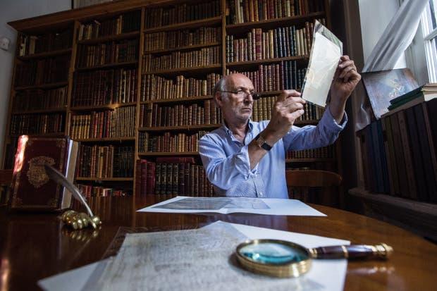 "El coleccionista Aizenmann reunió un tesoro de material borgeano, en el que se destaca el manuscrito del texto ""La Biblioteca Total"""