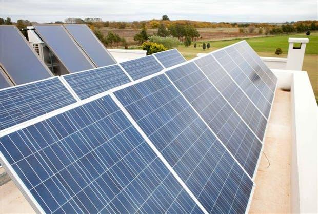 Aún no está legislada la posibilidad de inyectar energía desde el hogar; aquí una instalación en Cañuelas