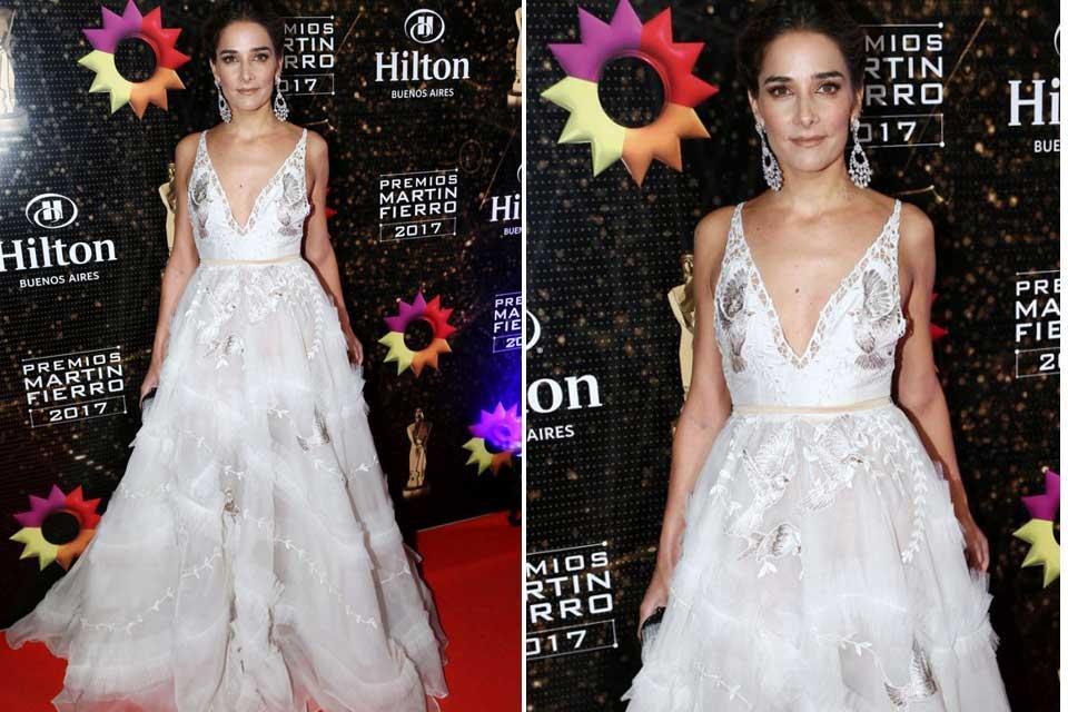 Juana Viale, una de las mejor vestidas de la noche, con un vestido creador por Javier Saiach en color blanco con bordados en tonos plata.