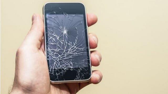 El costo de remplazar una pantalla rota suele ser elevado, pero el nuevo material promete resolver el problema de las reparaciones de smartphones