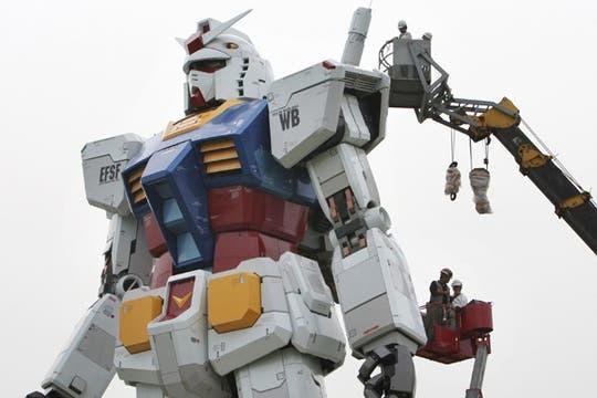 Una estatua de 18 metros de alto se instaló en la capital japonesa para impulsar su candidatura para los Juegos Olímpicos de 2016. Foto: AP