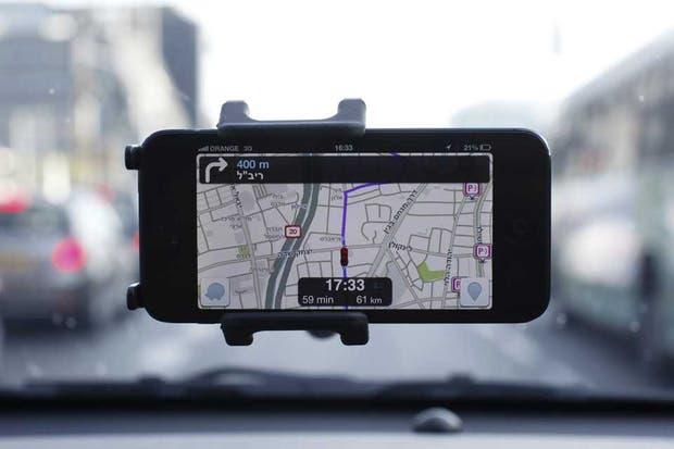 El servicio de mapas Waze, cuyas recomendaciones de ruta está basado en el aporte de los usuarios, fue adquirido por Google, por un monto estimado en 1030 millones de dólares