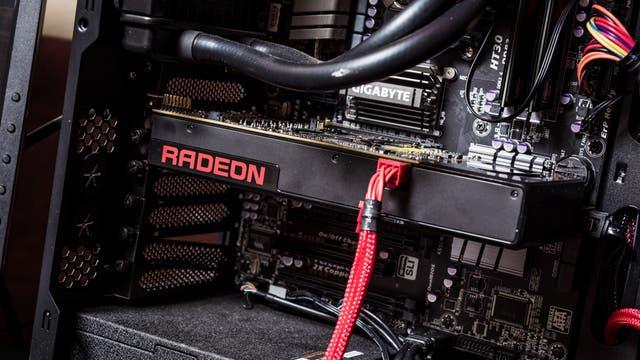 Una placa Radeon con procesadores de arquitectura Polaris, en su presentación en Macao