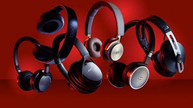 Algunos audífonos inalámbricos usan baterías recargables