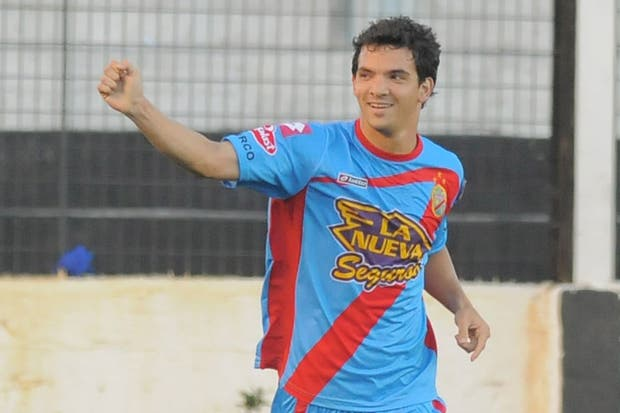 Zelaya festeja su gol