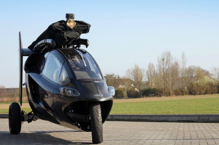 Funciona con un motor a gasolina y tiene autonomía de 1.900 km en carretera