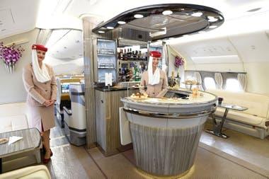 Una barra a bordo de la primera clase de un Airbus A380