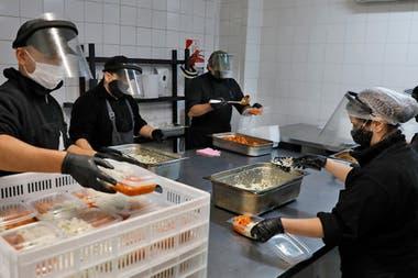 En los 46 hoteles de la ciudad preparados para asistir la demanda de pacientes con Covid-19 hay más de 4000 personas que reciben alimentos y atención a diario