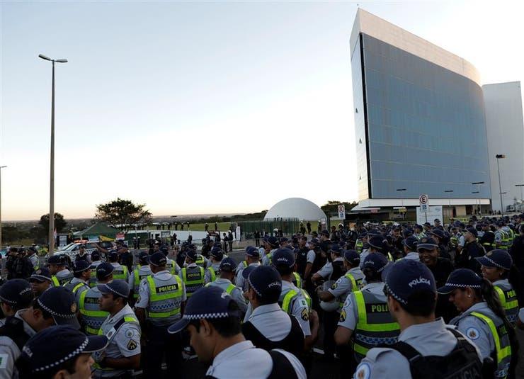 La policía reforzó la seguridad en las afueras del Tribunal Electoral