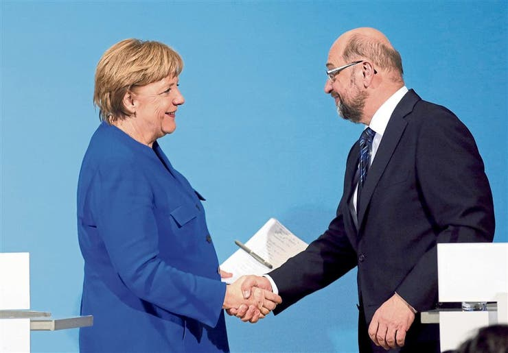 Merkel y Schulz, ayer, tras sellar el acuerdo, en Berlín