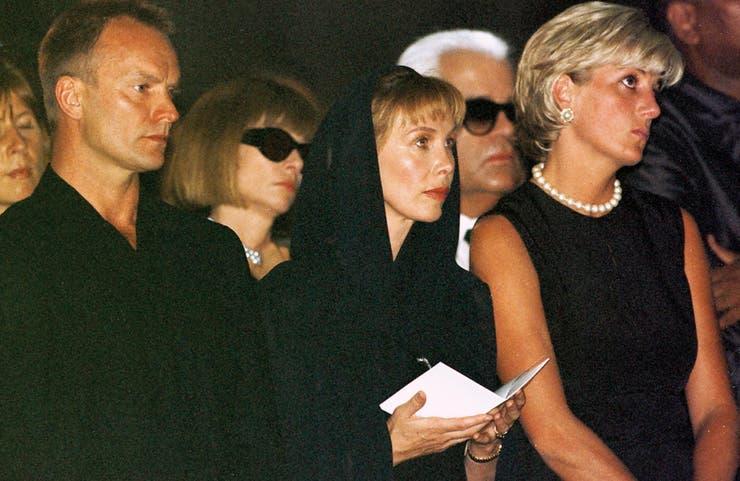 Sting, Anna Wintour, Trudie Styler y Lady Di en el funeral del modisto