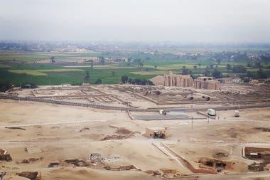 Su tumba se encuentra entre las numerosas capillas funerarias de altos y medianos dignatarios distribuidas de manera irregular a lo largo de las colinas occidentales de la antigua Tebas.