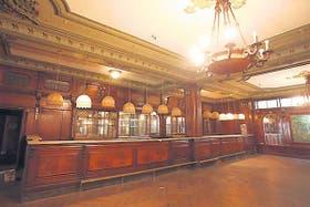 La barra del exquisito salón de té, en el tercer piso