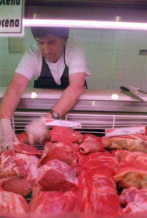 Es trágico pero cierto: perdimos el primer lugar en el ranking de consumidores de carne, nos pasó Uruguay. Los mitos de la argentina y por qué cambiamos nuestra dieta.