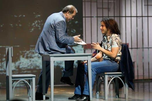 Tony Lestingi también hace de un comisario a quien le dicen Lobo. Foto: Rodrigo Néspolo