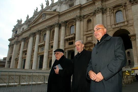 Cuando debe viajar a Roma por cuestiones religiosas lo hace siempre en clase turista. Foto: Archivo