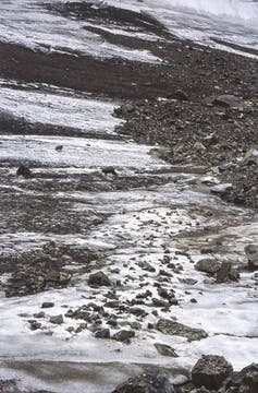 Throwing Stones. Eighteen Days Walking in Los Andes, Mendoza, 2012.. Foto: Cortesía Richard Long