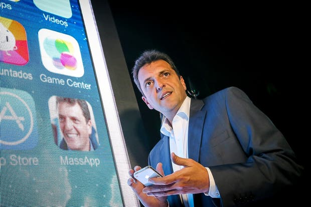 Sergio Massa presentando su aplicación