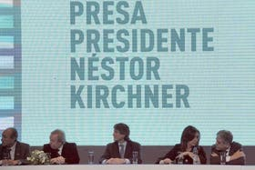 Las autoridades nacionales, durante uno de los tres anuncios del proyecto