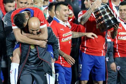 Jorge Sampaoli confirmó que seguirá en la selección chilena tras conquistar la Copa América